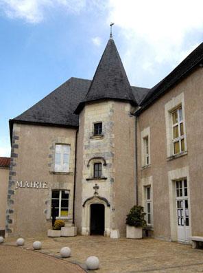 La mairie de Saint-Laurent-du-Mottay.