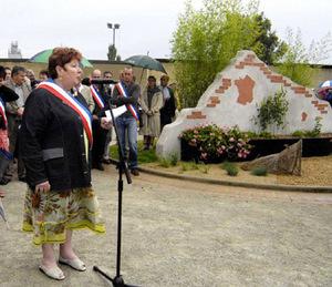 Madame Danielle Pineau, maire de Saint-Laurent-du-Mottay.