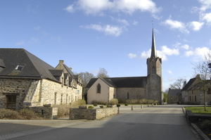 Longère paysanne et l'Eglise paroissiale du XVI° siècle