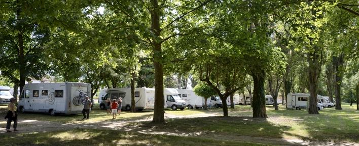 Camping-caristes à Saint-Laurent en Gascogne